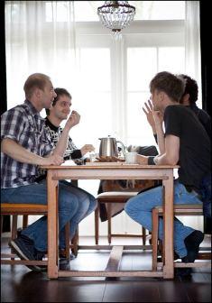 Samen met Sergej van het House of Equality de documentaire aan het voorbespreken.